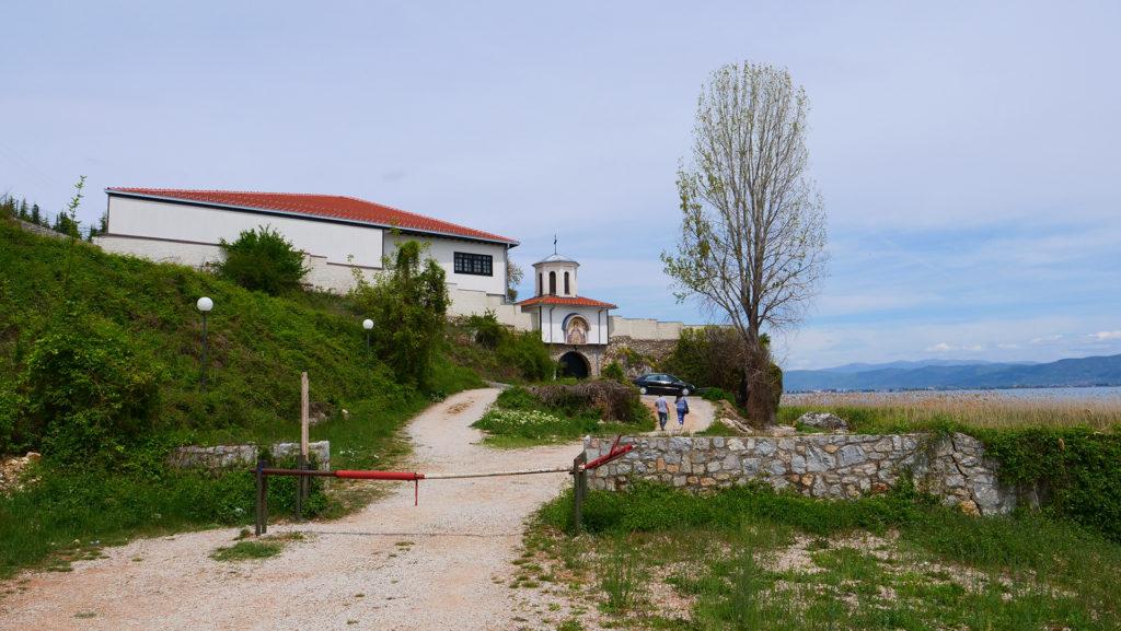 Klasztor Narodzenia Matki Bożej koło Strugi - brama wjazdowa