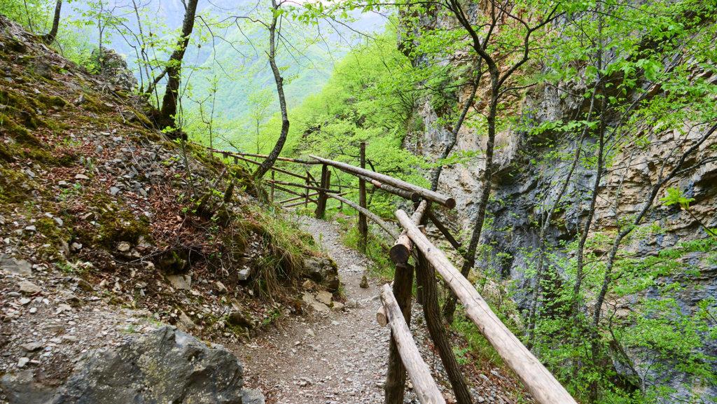 droga do Wodospadu Duf - piękne okoliczności przyrody i kompletna pustka